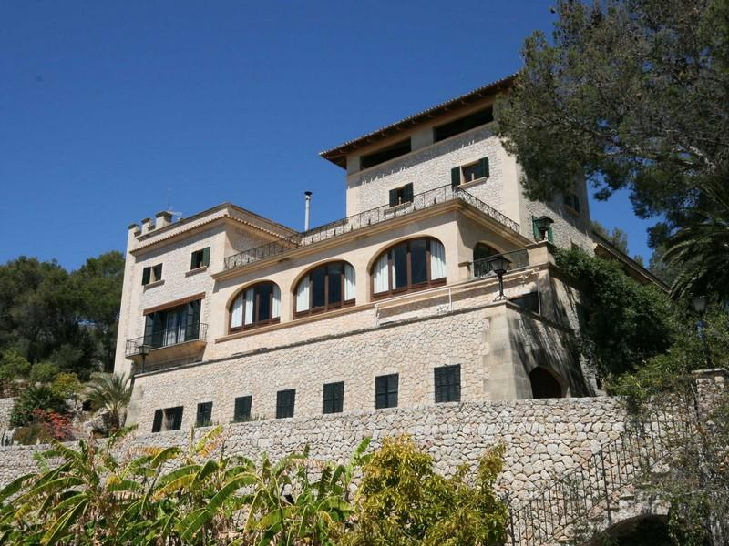 Property Of Manor House For  With Views Of The Bay of Palma