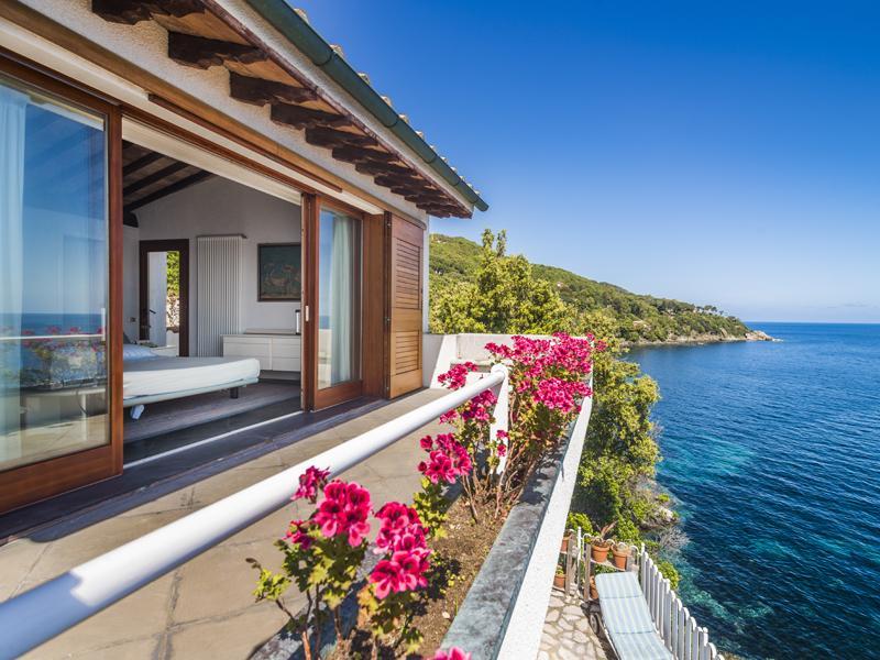 Villa per Vendita alle ore Villa pied dans l'eau all'Isola d'Elba Marciana Marina Marciana Marina, Livorno 57033 Italia