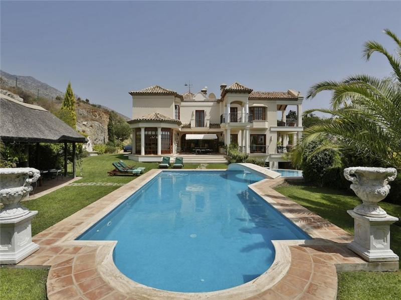 Single Family Home for Sale at Elegant villa enjoying spectacular sea views Marbella, Costa Del Sol 29600 Spain
