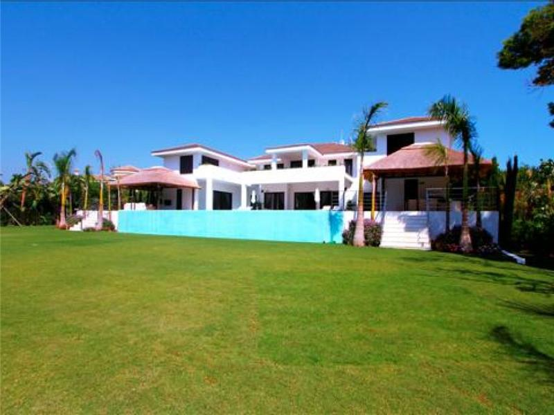 Single Family Home for Sale at Stylish contemporary house Marbella, Costa Del Sol 29679 Spain