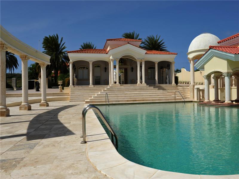 Casa Unifamiliar por un Venta en Beautiful Estate with César Palace Inspirited Pool Malmok, Aruba Aruba