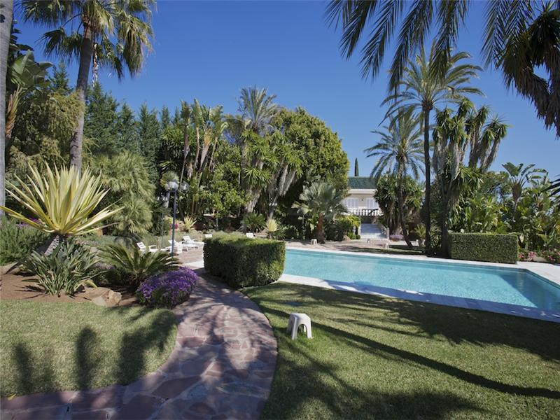獨棟家庭住宅 為 出售 在 Impressive Palatial mansion with panoramics golf Marbella, Costa Del Sol 29600 西班牙