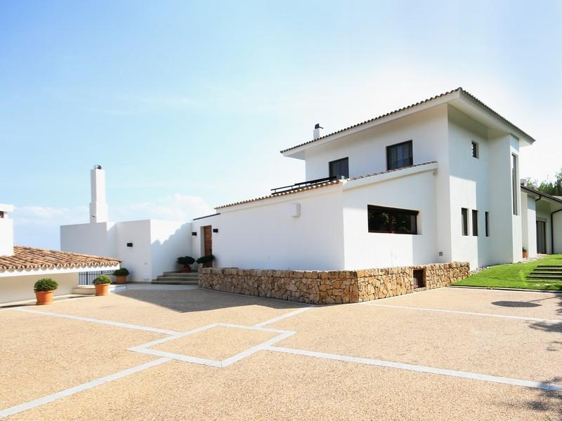 Property Of Villa With 8 Bedrooms And Sea Views