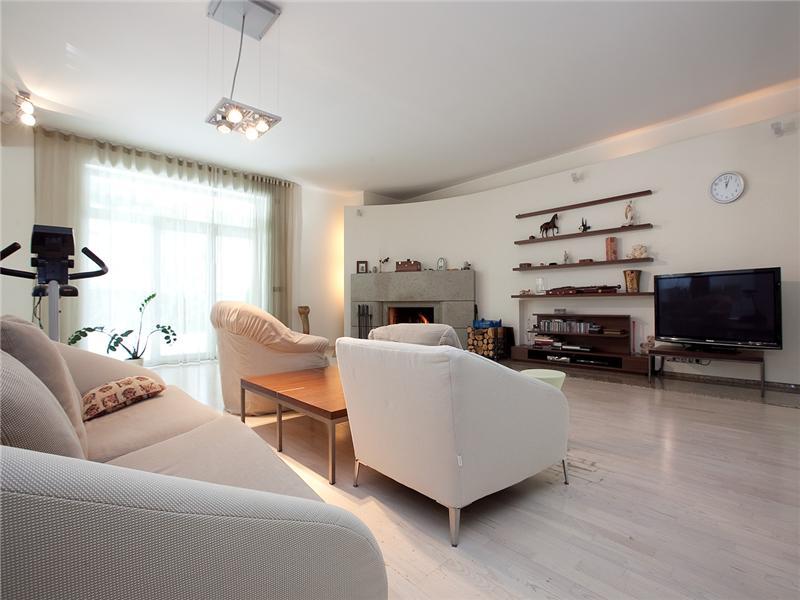 Luxury Villa In Exclusive Suburban Area