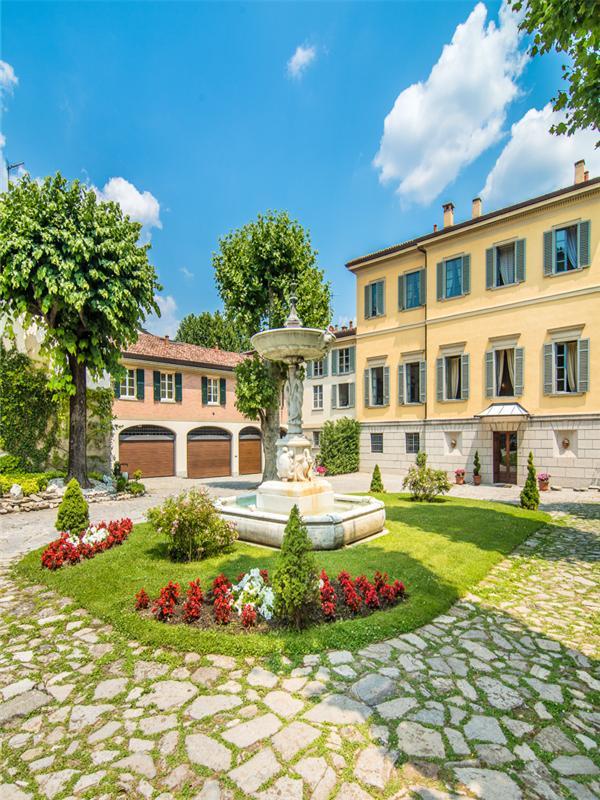 Property Of Stunning property alongside Lake Como