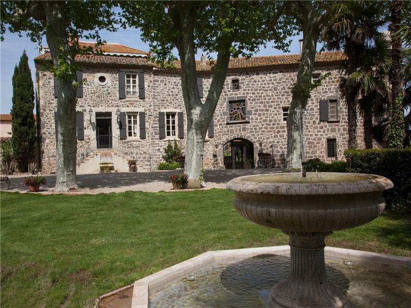 Property Of DEMEURE AU PASSE PRESTIGIEUX