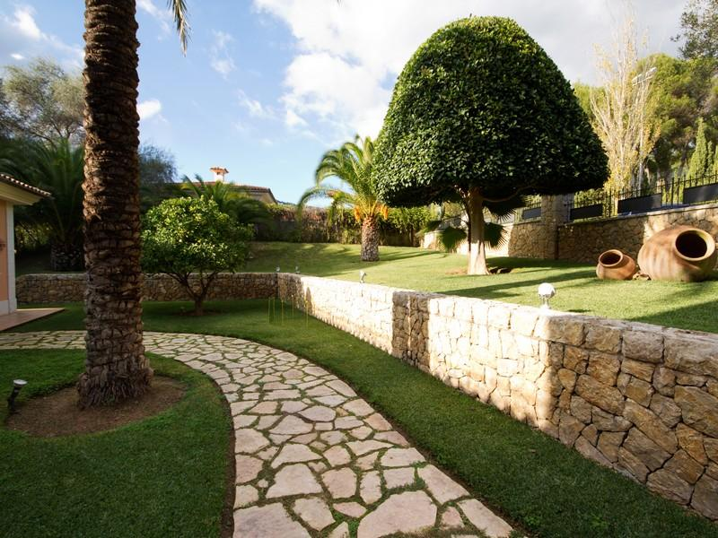 Property Of Villa with large, flat plot in Son Vida