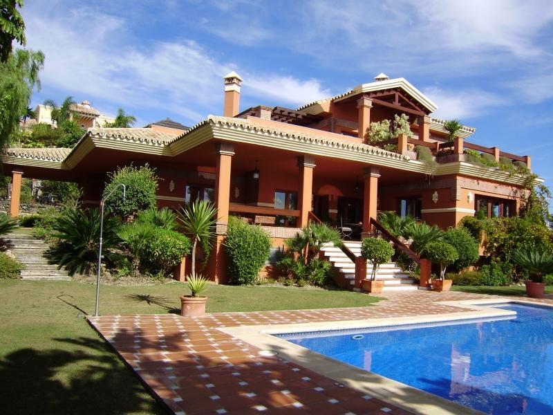 Casa para uma família para Venda às Villa with views over the Golf course and the sea Benahavis, Costa Del Sol, 29679 Espanha