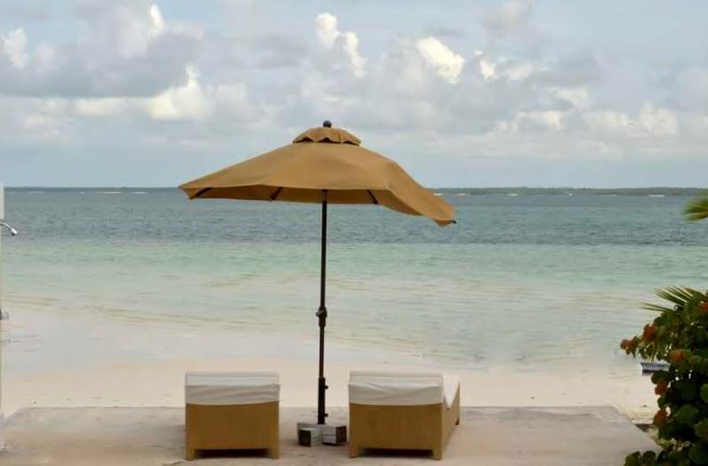 獨棟家庭住宅 為 出售 在 Bungalow B Windward Beach, Treasure Cay, 阿巴科 巴哈馬