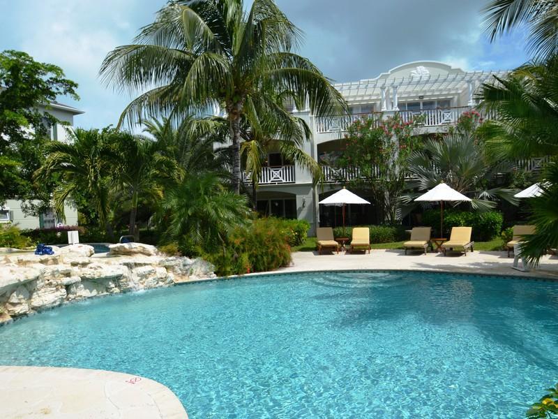Appartement en copropriété pour l Vente à Royal West Indies - Suite 112 Beachfront Grace Bay, Providenciales TCI BWI Îles Turques Et Caïques