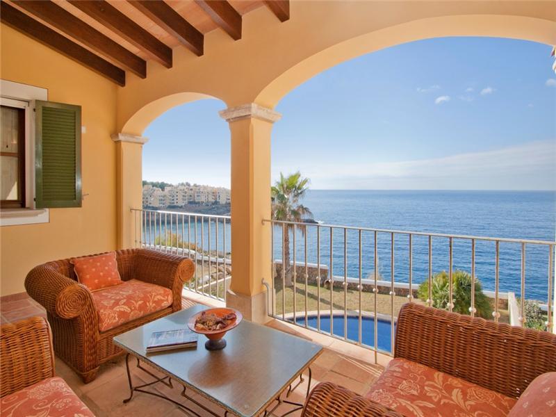 Maison unifamiliale pour l Vente à Villa jumelée en front de mer avec vues Santa Ponsa, Majorque 07180 Espagne
