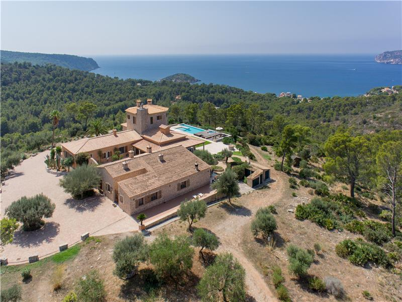 Casa Multifamiliar por un Venta en Exceptional Villa With Sea Views in Sant Elm Andratx, Mallorca 07159 España