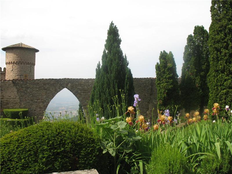 Property Of AU SOMMET D'UNE COLLINE, CHATEAU DU XIX° A 40 MINUTES DE LYON
