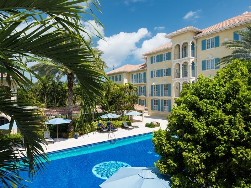 Eigentumswohnung für Verkauf beim Villa Renaissance - Suite 603 Beachfront Grace Bay, Providenciales, TCI BWI Turks- Und Caicosinseln