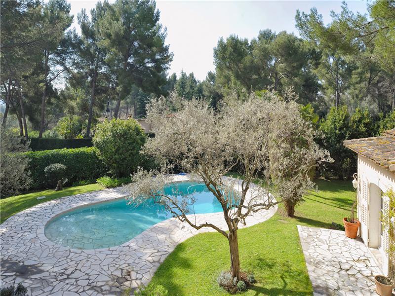 其它住宅 为 销售 在 Beautiful Provencal villa in a private estate Mougins, 普罗旺斯阿尔卑斯蓝色海岸 06250 法国