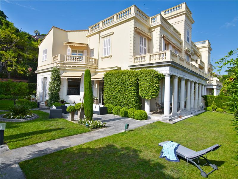 Apartamento por un Venta en Prestigious garden floor apartment for sale in Per Cannes, Provincia - Alpes - Costa Azul 06400 Francia