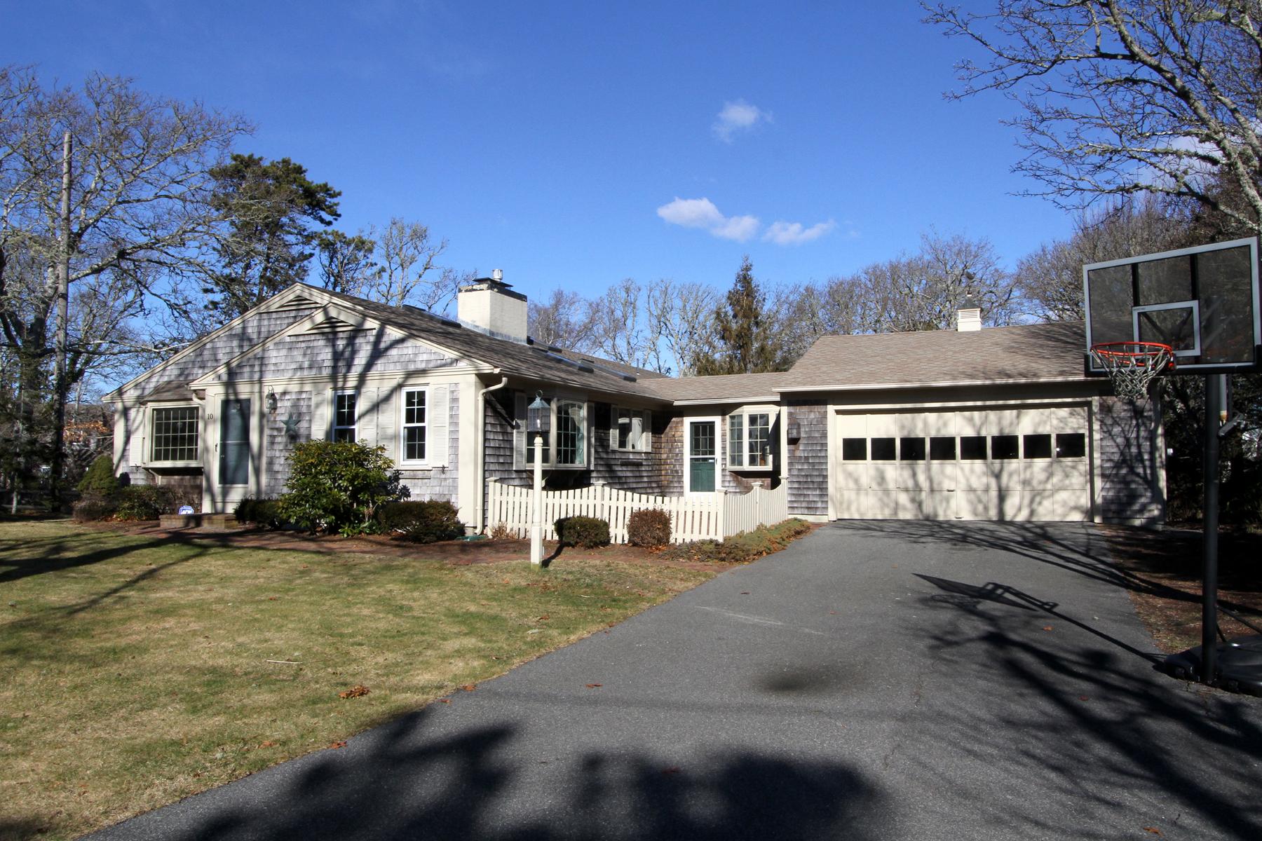 Nhà ở một gia đình vì Bán tại 10 Woodland Road, Harwich, MA Harwich, Massachusetts, 02646 Hoa Kỳ