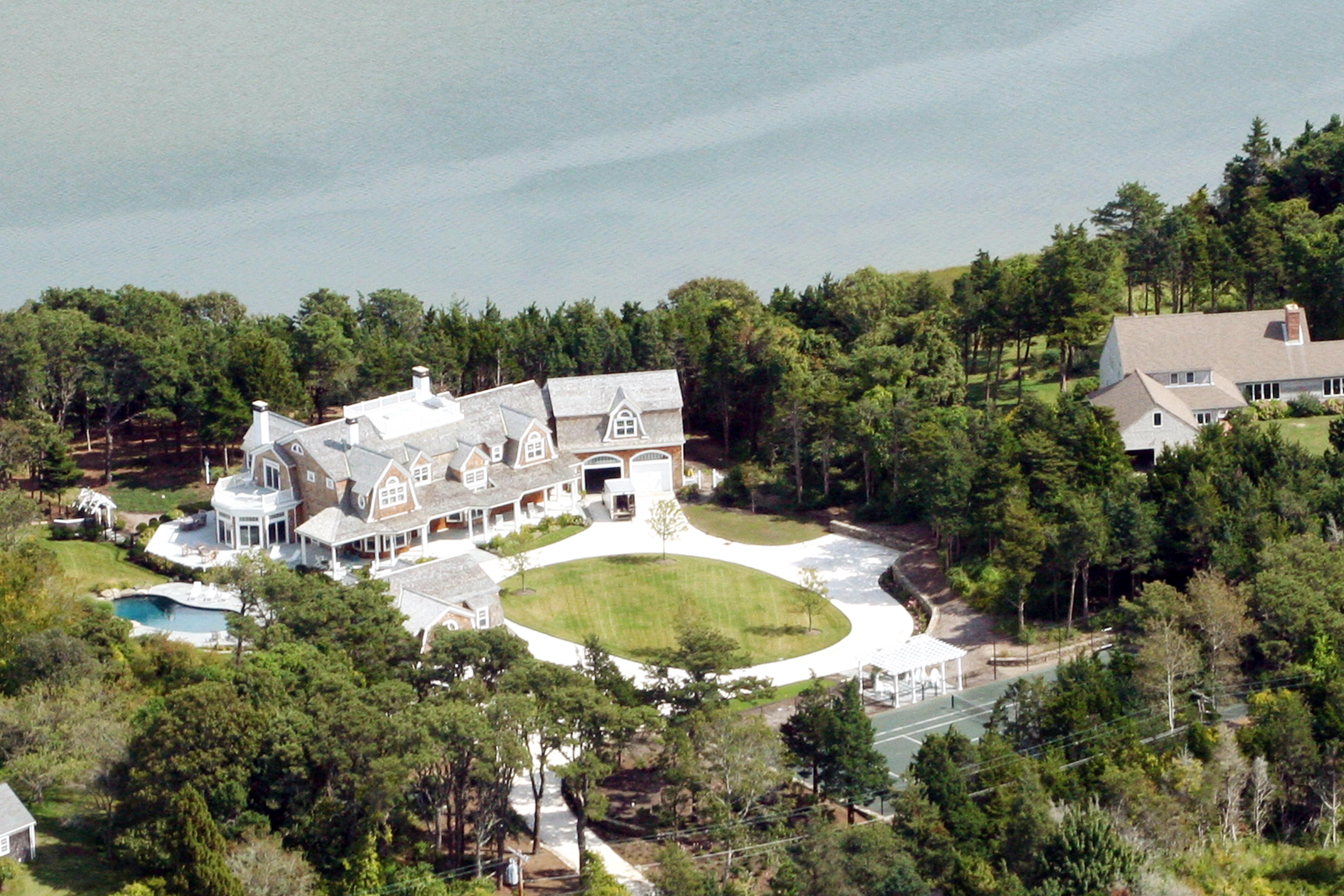 Otros residenciales por un Venta en THE BEST OF CAPE COD 29 Payson Ln Orleans, Massachusetts 02653 Estados Unidos