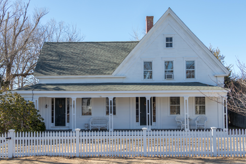 Maison unifamiliale pour l Vente à 51 Loring Avenue, Dennis, MA Dennis, Massachusetts, 02670 États-Unis