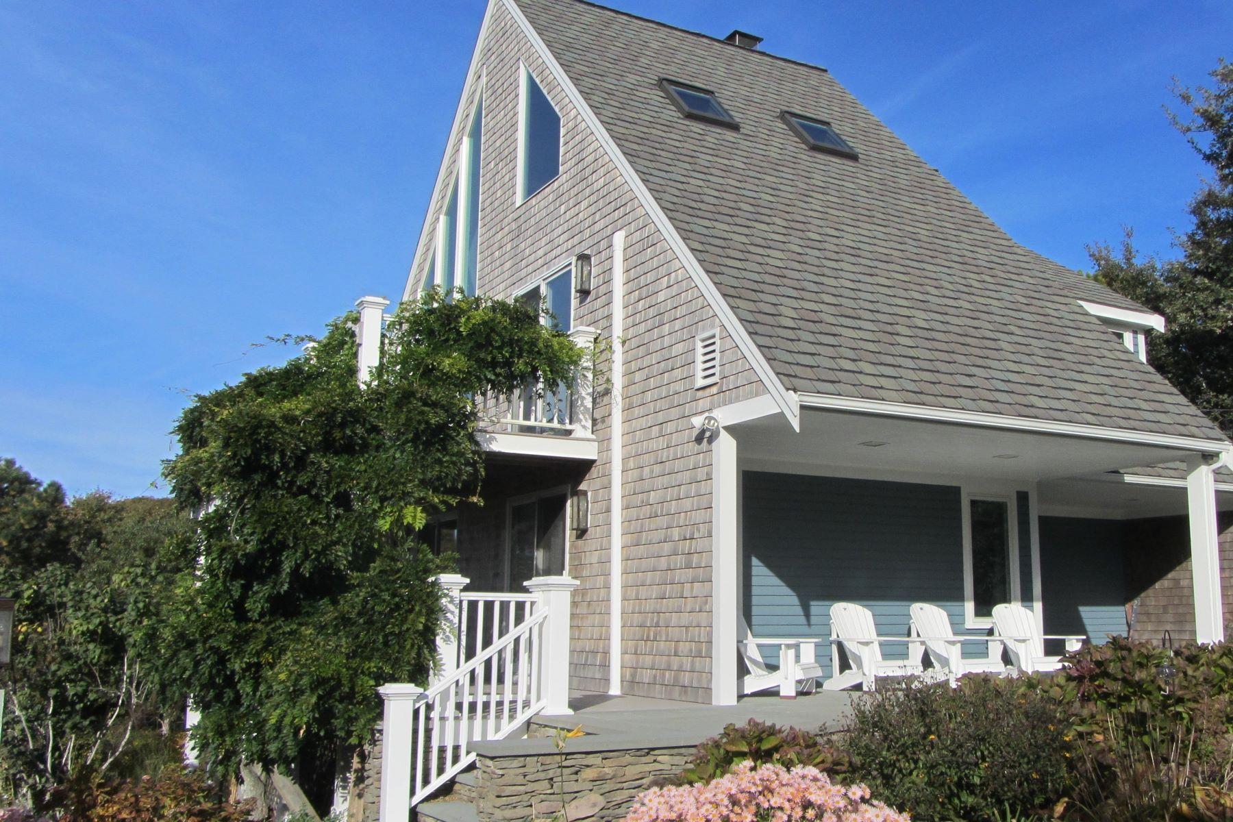 Casa para uma família para Venda às BAY VIEW BEACH HOUSE 52 Jonathan Drive, Dennis, Massachusetts, 02638 Estados Unidos