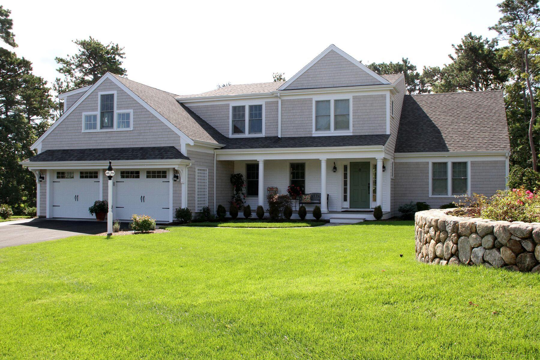 Single Family Homes pour l Vente à 29 Robert Road, Harwich, MA 29 Robert Rd Harwich, Massachusetts 02661 États-Unis