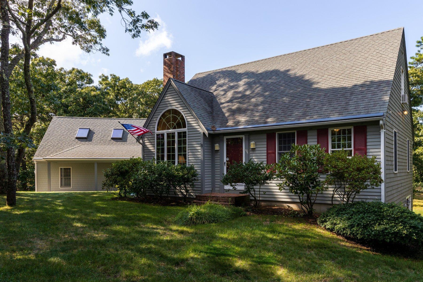 Single Family Homes pour l Vente à 13 Eldia Way, Eastham, MA 13 Eldia Way Eastham, Massachusetts 02642 États-Unis