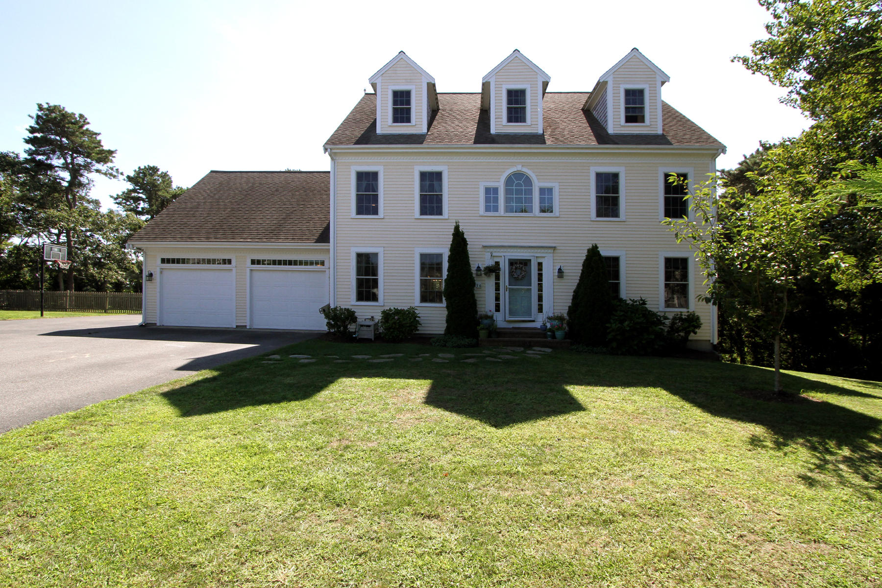 Single Family Home for Active at 36 Old Carriage Drive, Harwich, MA 36 Old Carriage Drive Harwich, Massachusetts 02645 United States