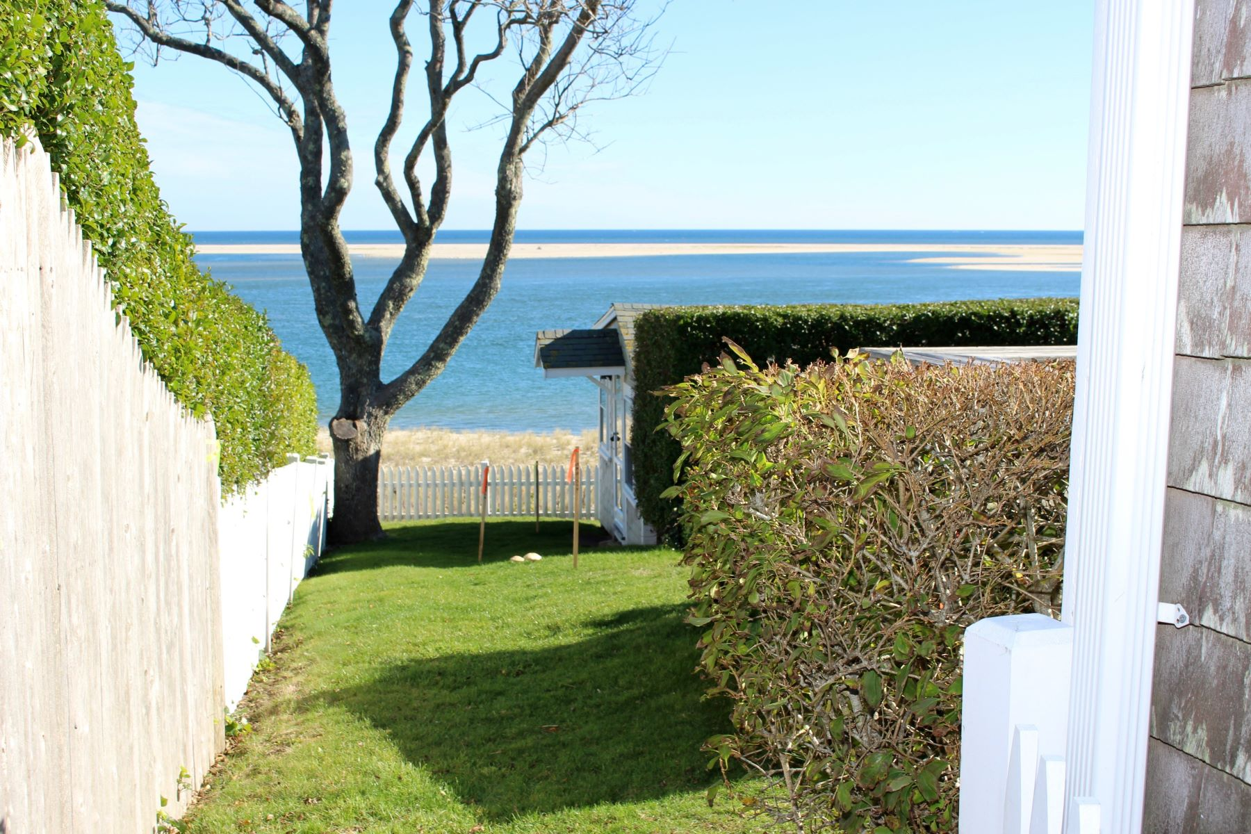 Additional photo for property listing at Waterfront In The Old Village 80 Main Street Chatham, Massachusetts 02633 États-Unis