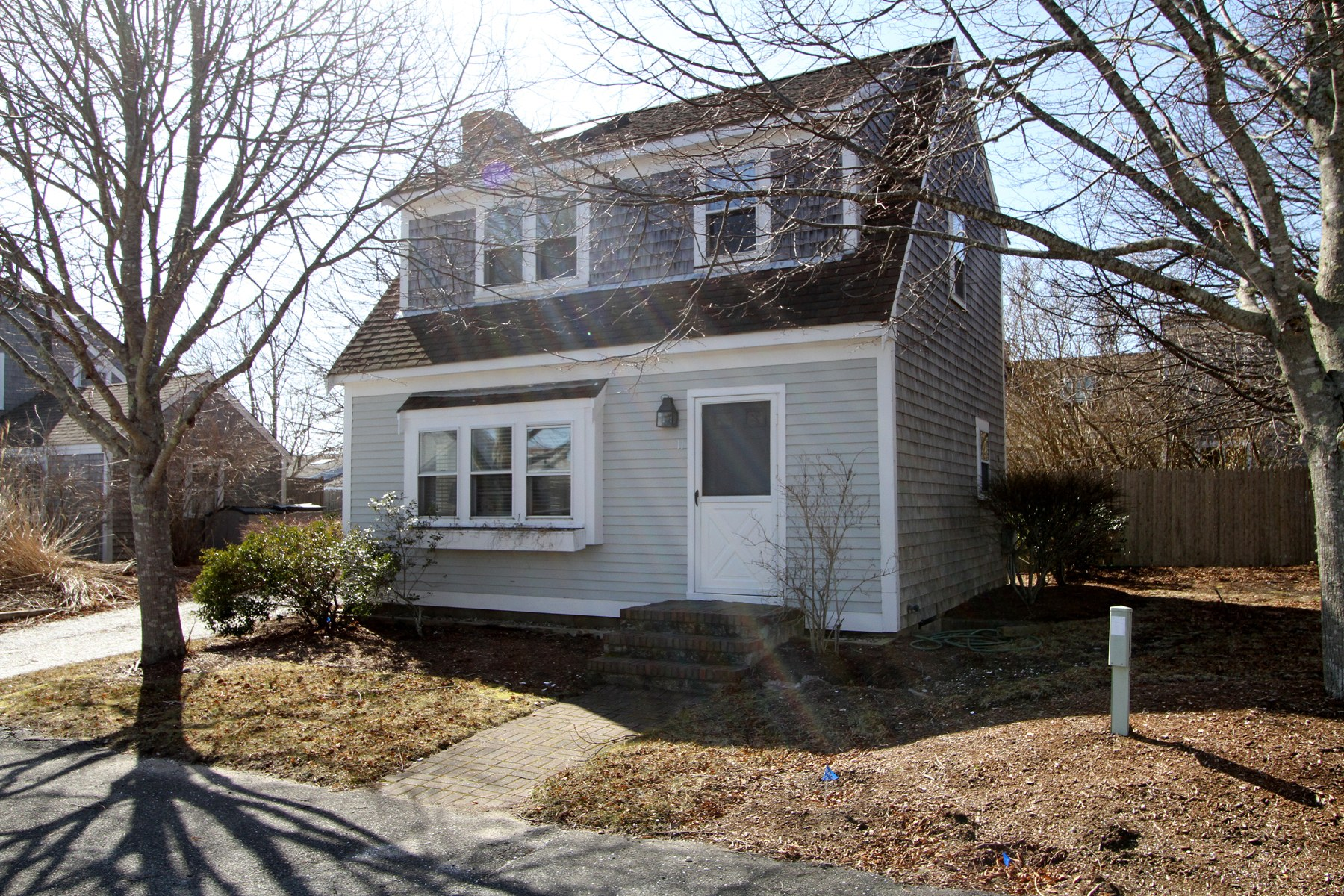 Single Family Homes por un Venta en Deeded Beach Access 11 Oyster Drive Chatham, Massachusetts 02633 Estados Unidos