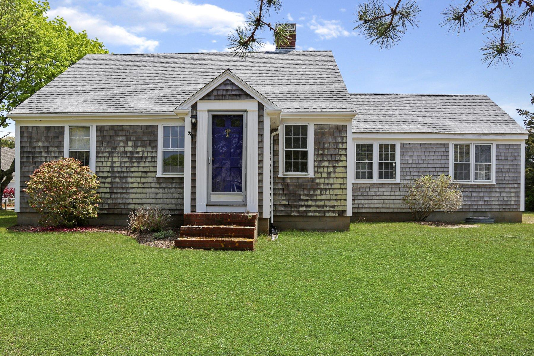 Single Family Homes pour l Vente à 40 Bay View Road, Chatham, MA 40 Bay View Road Chatham, Massachusetts 02659 États-Unis