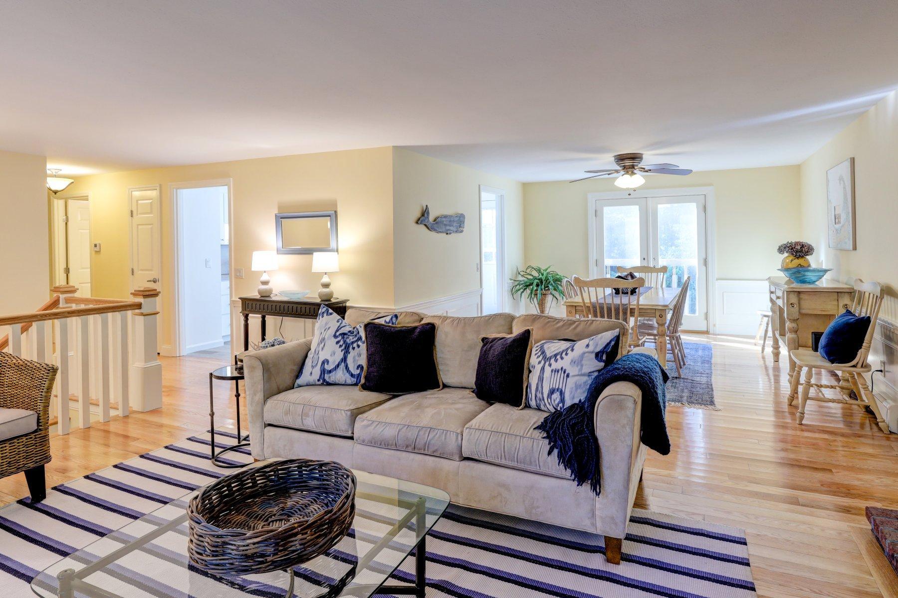 Single Family Homes por un Venta en 14 King Philip Drive, Dennis, MA 14 King Philip Drive Dennis, Massachusetts 02638 Estados Unidos