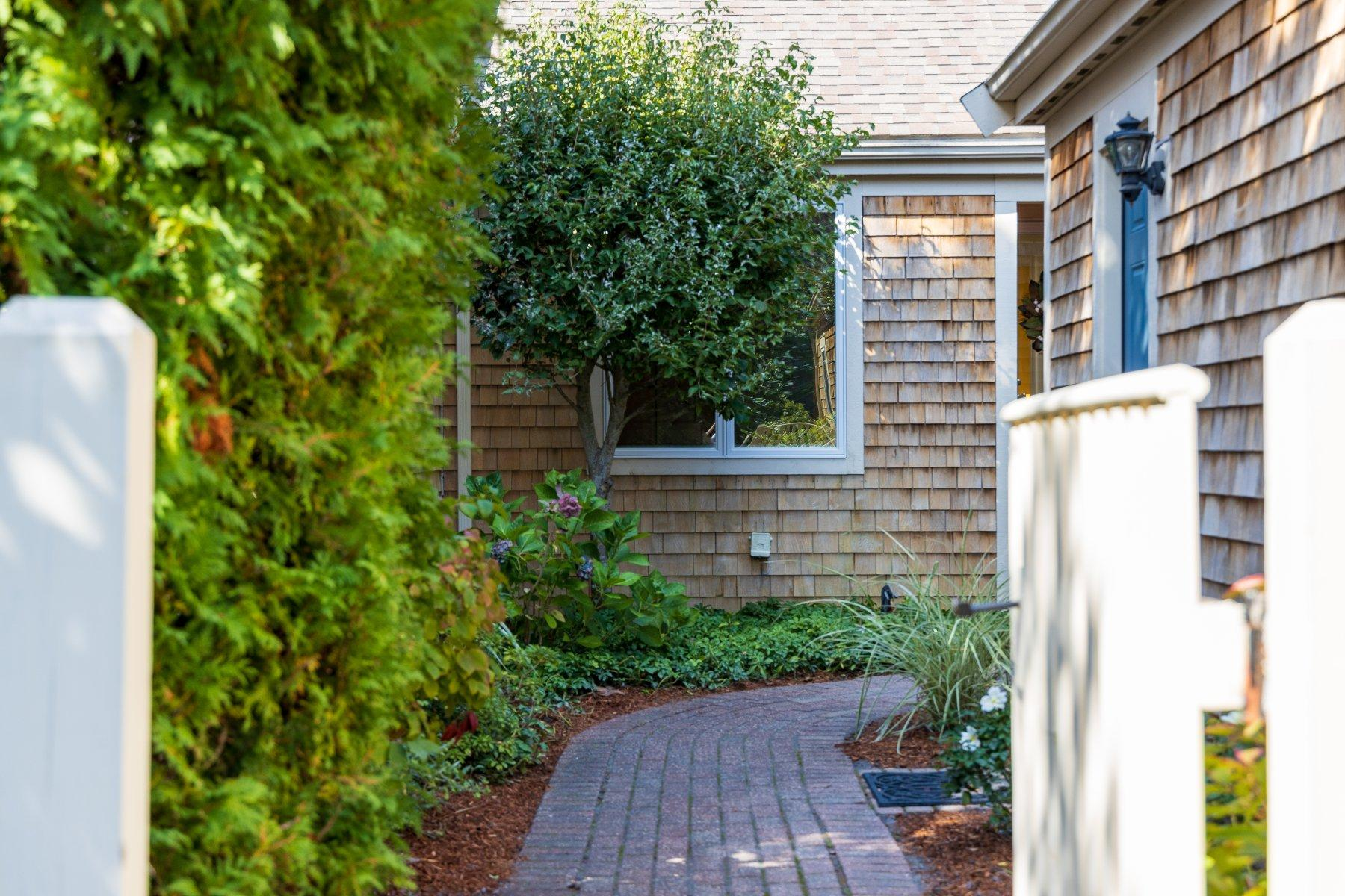 Condominiums por un Venta en 15 Forest Gate, Yarmouth, MA 15 Forest Gate Yarmouth, Massachusetts 02675 Estados Unidos