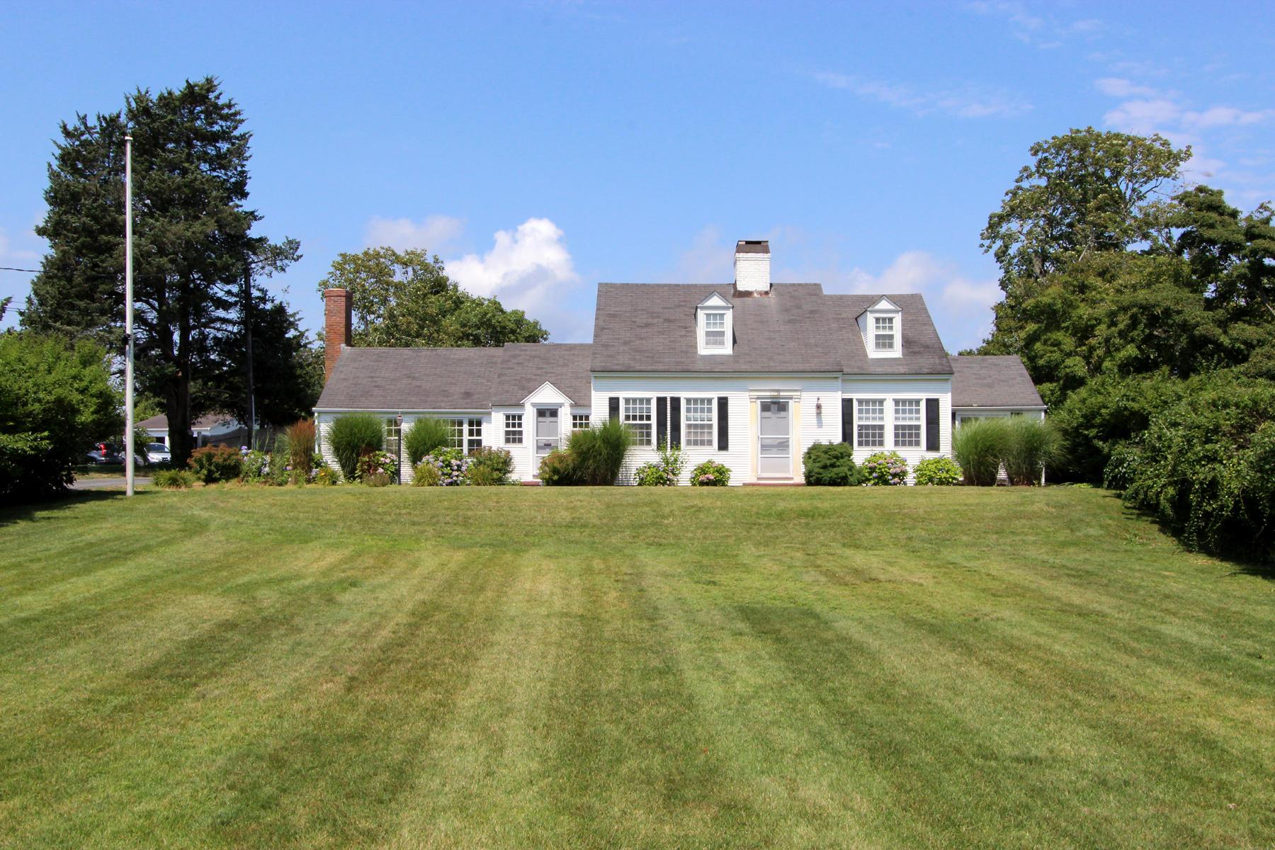 Single Family Homes pour l Vente à 620 Route 28, Harwich, MA 620 Route 28 Harwich, Massachusetts 02646 États-Unis