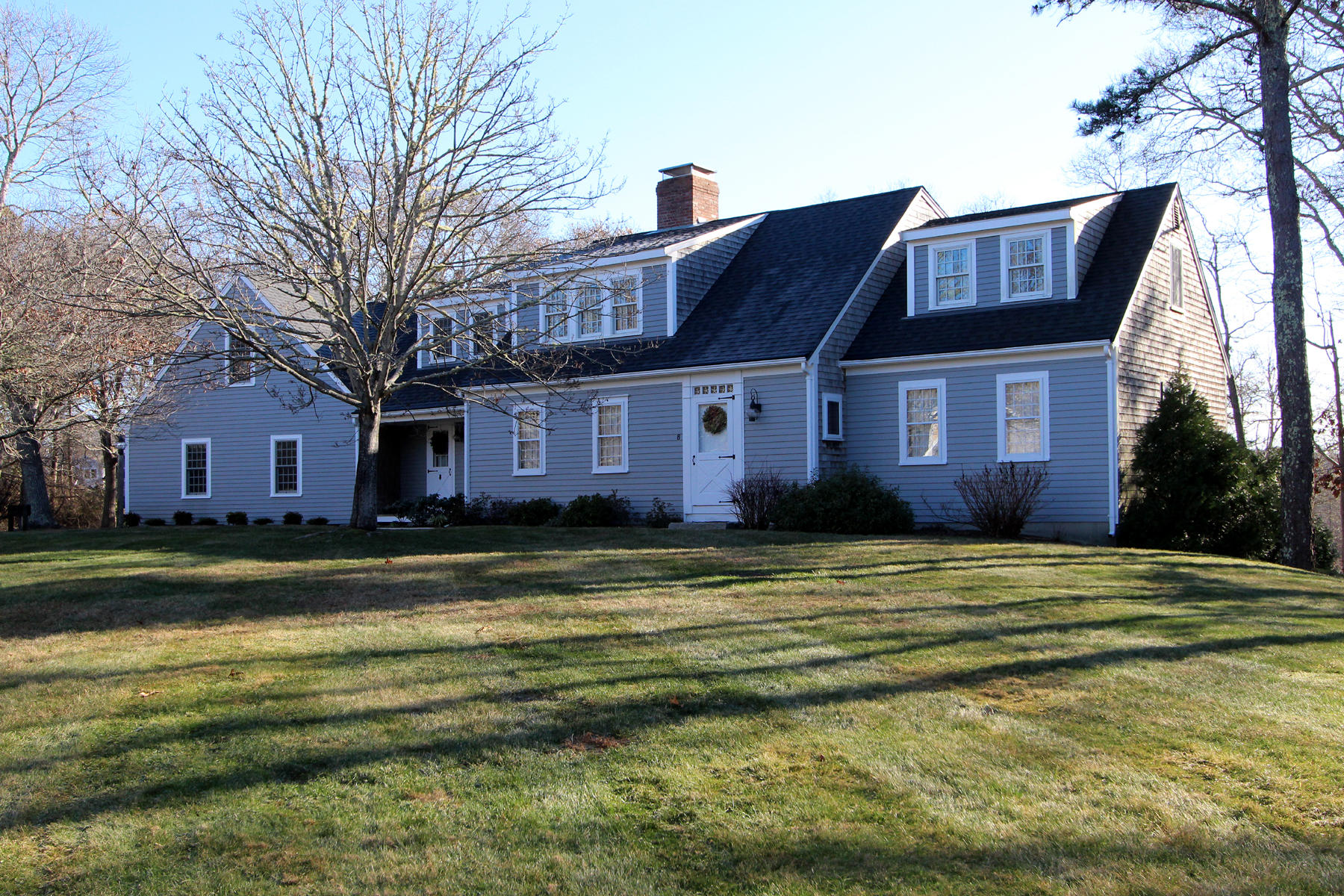 Single Family Homes por un Venta en 8 Solomon Pond Road, Sandwich, MA 8 Solomon Pond Road Sandwich, Massachusetts 02537 Estados Unidos