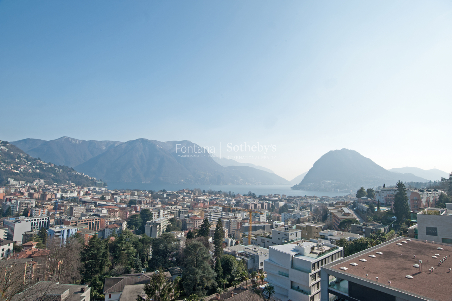 Apartamento por un Venta en Elegant penthouse with a beautiful lake view Lugano Lugano, Ticino, 6900 Suiza