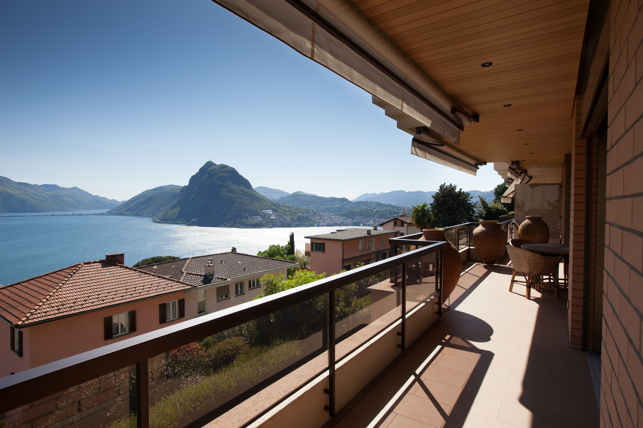 Property For Sale at Exclusive flat with lake view