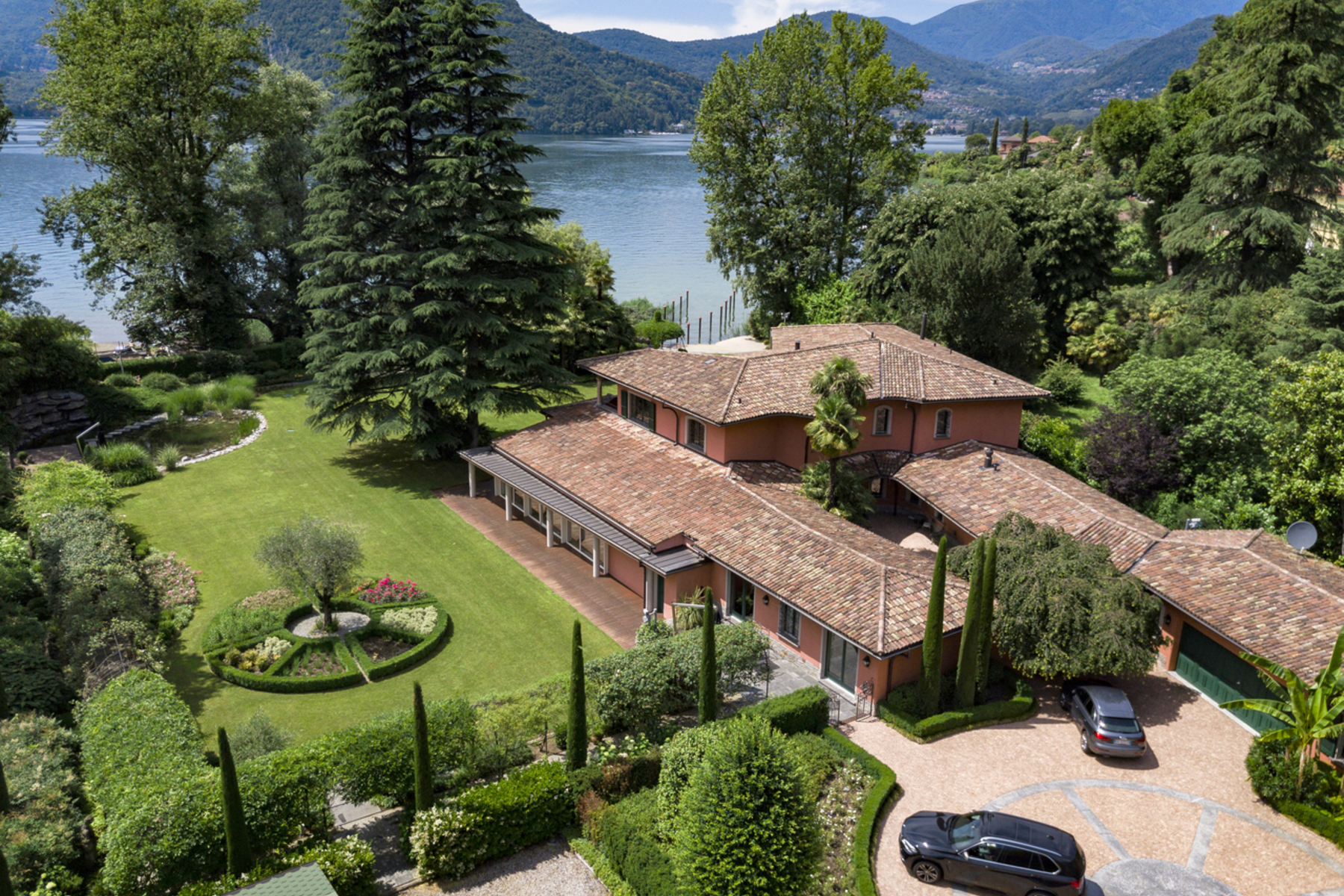 Single Family Homes for Sale at Villa Sandy Lane, directly on the lake Figino Figino, Ticino 6918 Switzerland