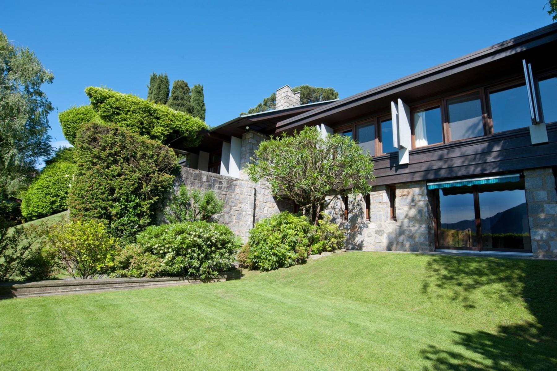واحد منزل الأسرة للـ Sale في Elegant villa in prestigious area Savosa, Savosa, Ticino, 6942 Switzerland