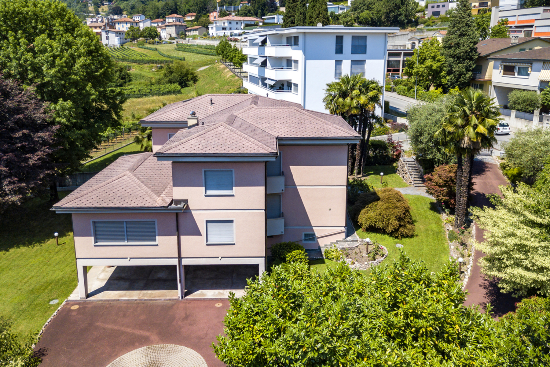 Single Family Homes por un Venta en Spacious villa in residential area Vacallo Other Ticino, Tesino 6833 Suiza