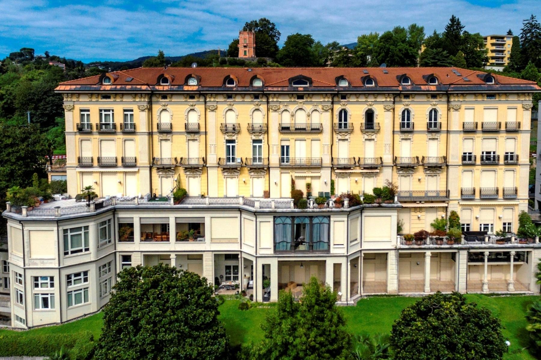 Apartments 为 销售 在 Prestigious duplex penthouse Lugano 卢加诺, 提契诺 6900 瑞士
