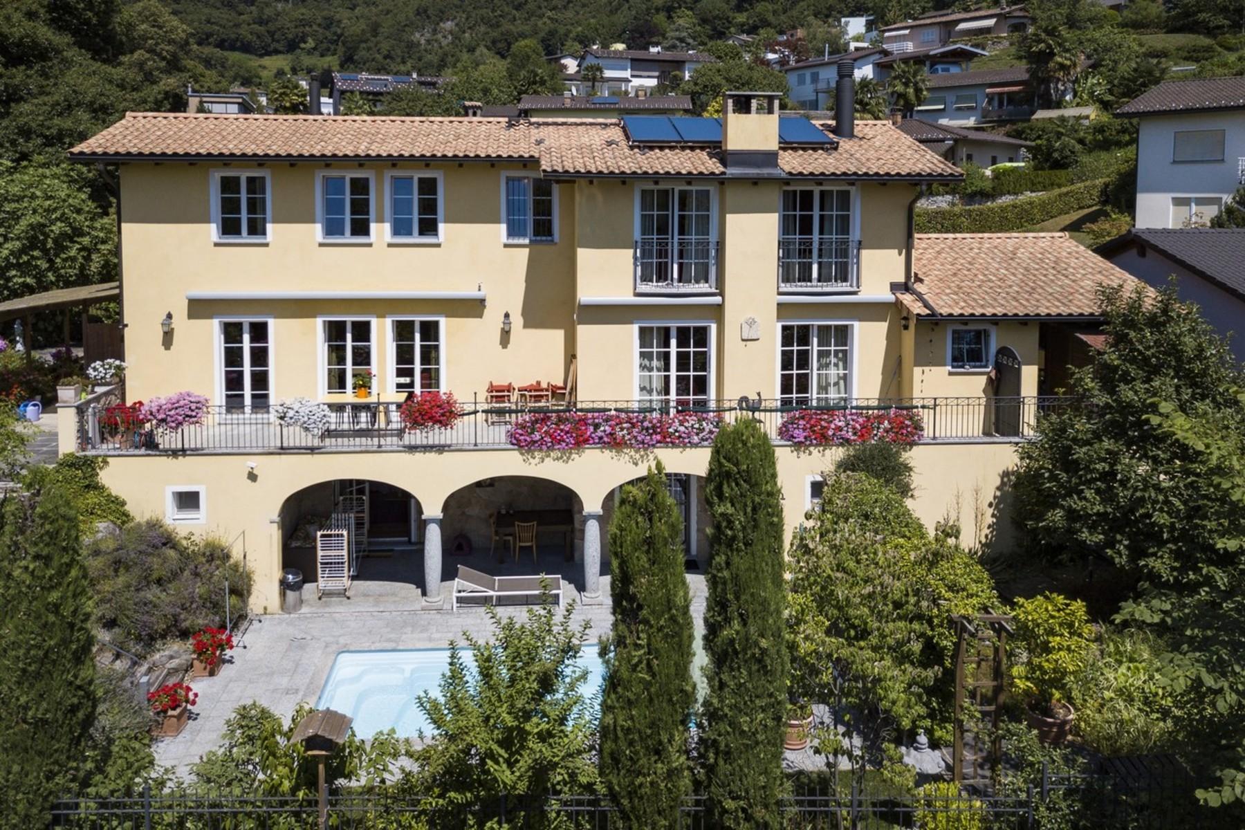 Single Family Homes por un Venta en Family house in Carabbia Carabbia Other Ticino, Tesino 6913 Suiza