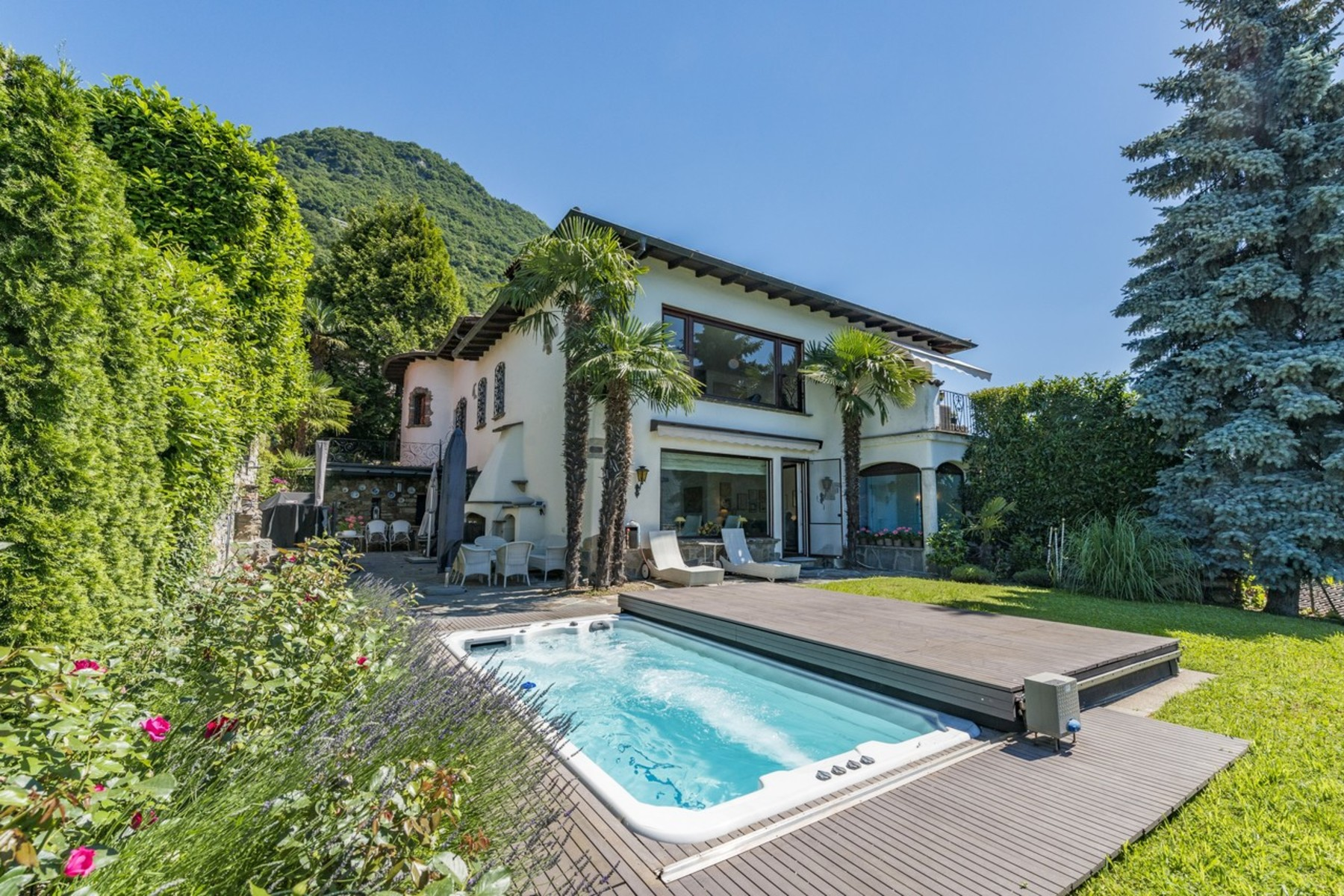 Apartments por un Venta en Spacious lake view apartment with garden Lugano-Castagnola Castagnola, Tesino 6976 Suiza