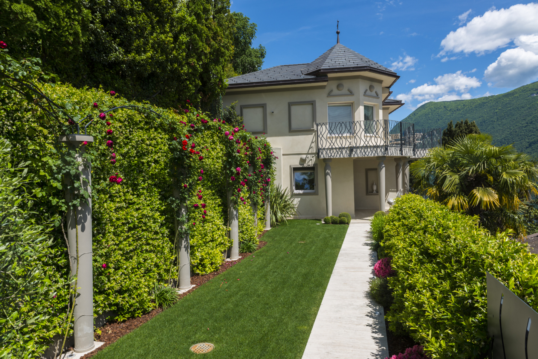 Single Family Homes 为 销售 在 Villa Olga - The pearl of the lake Lugano-Castagnola Castagnola, 提契诺 6976 瑞士