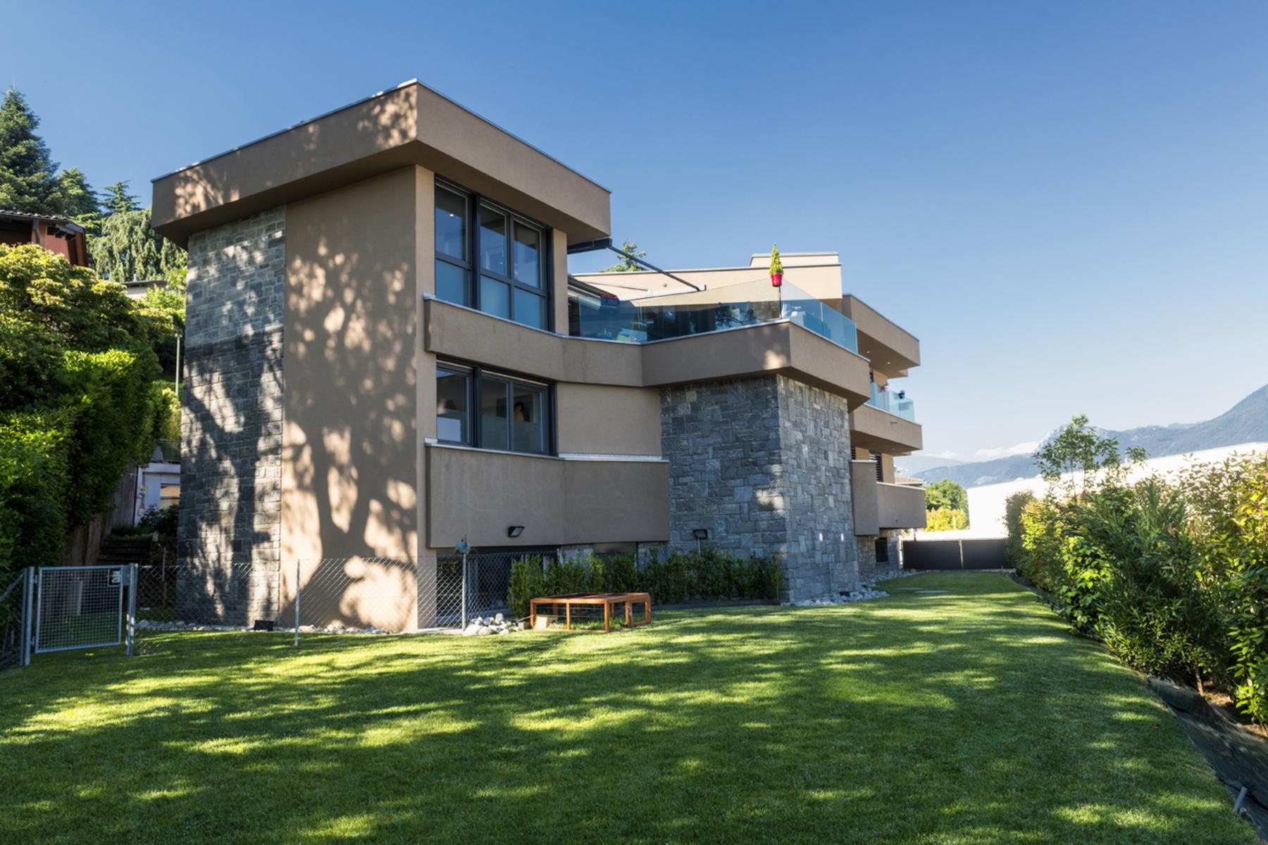 واحد منزل الأسرة للـ Sale في Modern villa situated in a raised position Lugano, Lugano, Ticino, 6900 Switzerland