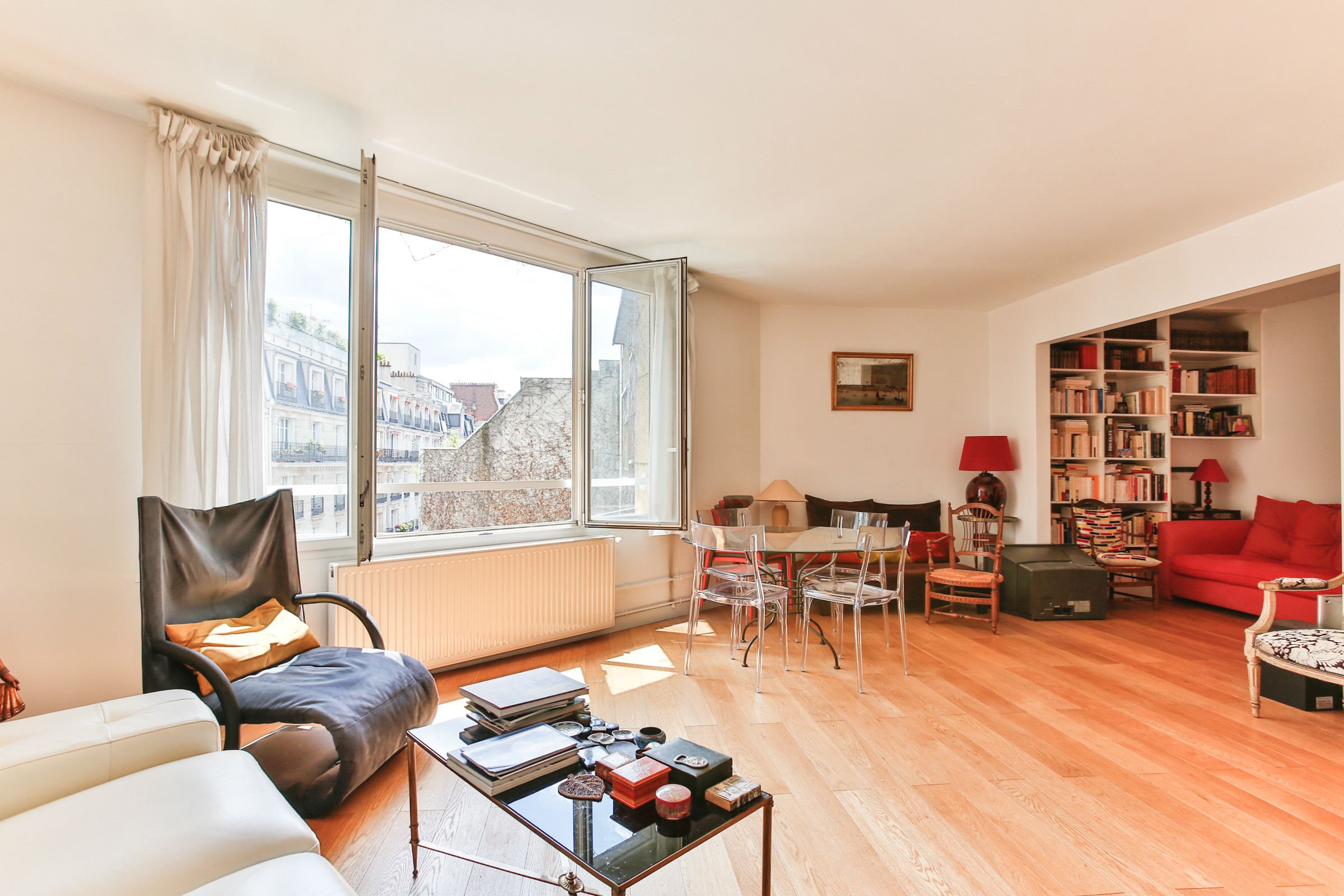 Property For Sale at Neuilly. Sablons. Apartment. Bright.