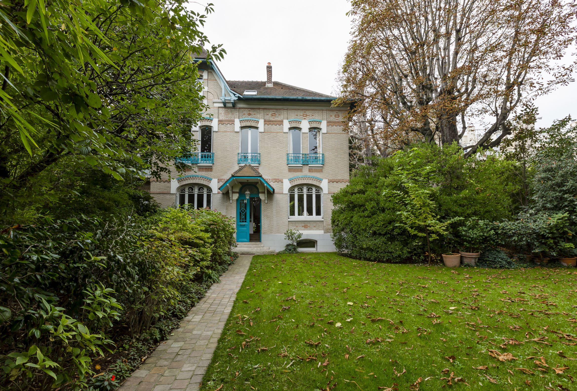 sales property at 75016 - House for sale near Auteuil