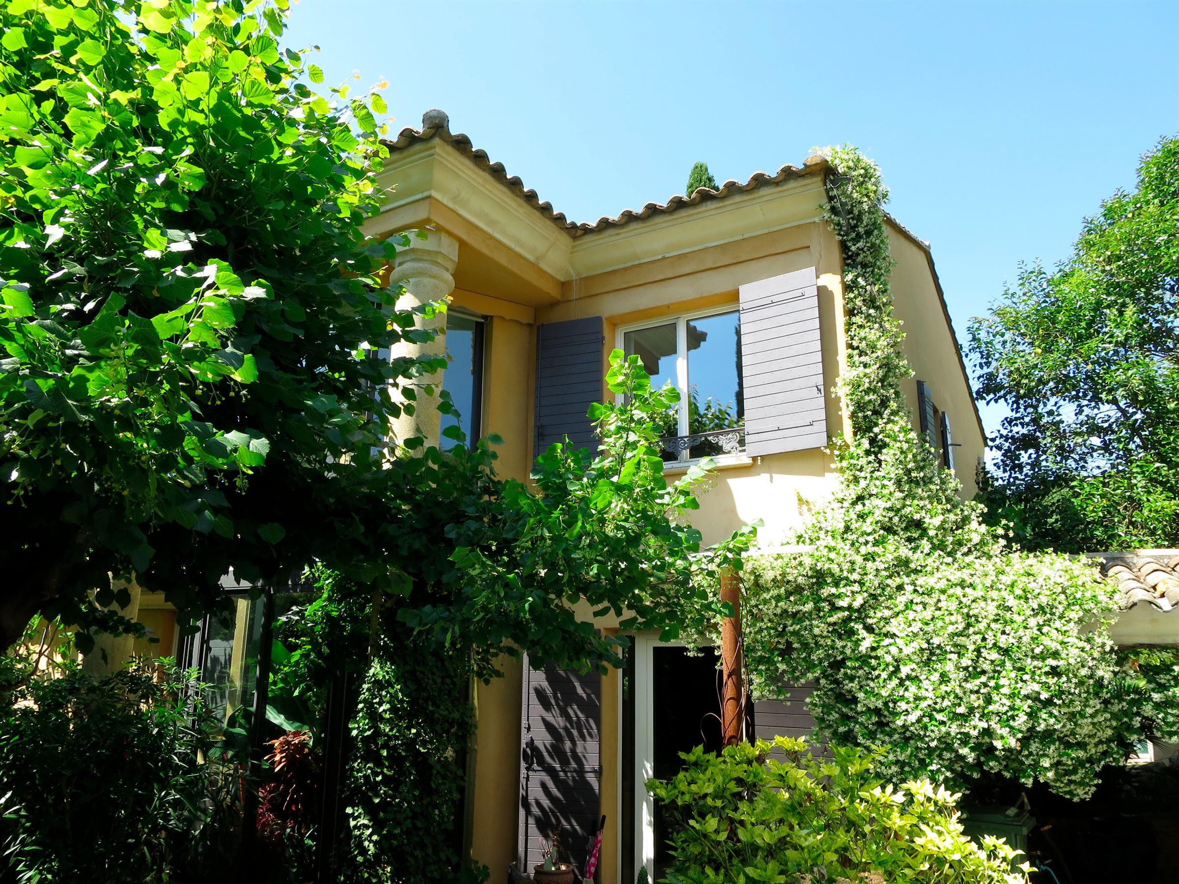 단독 가정 주택 용 매매 에 Unique !!!! Maison de ville dans un écrin de verdure Other Provence-Alpes-Cote D'Azur, 프로벤스 앞ㄹ프스 코테 D'Azur, 13100 프랑스