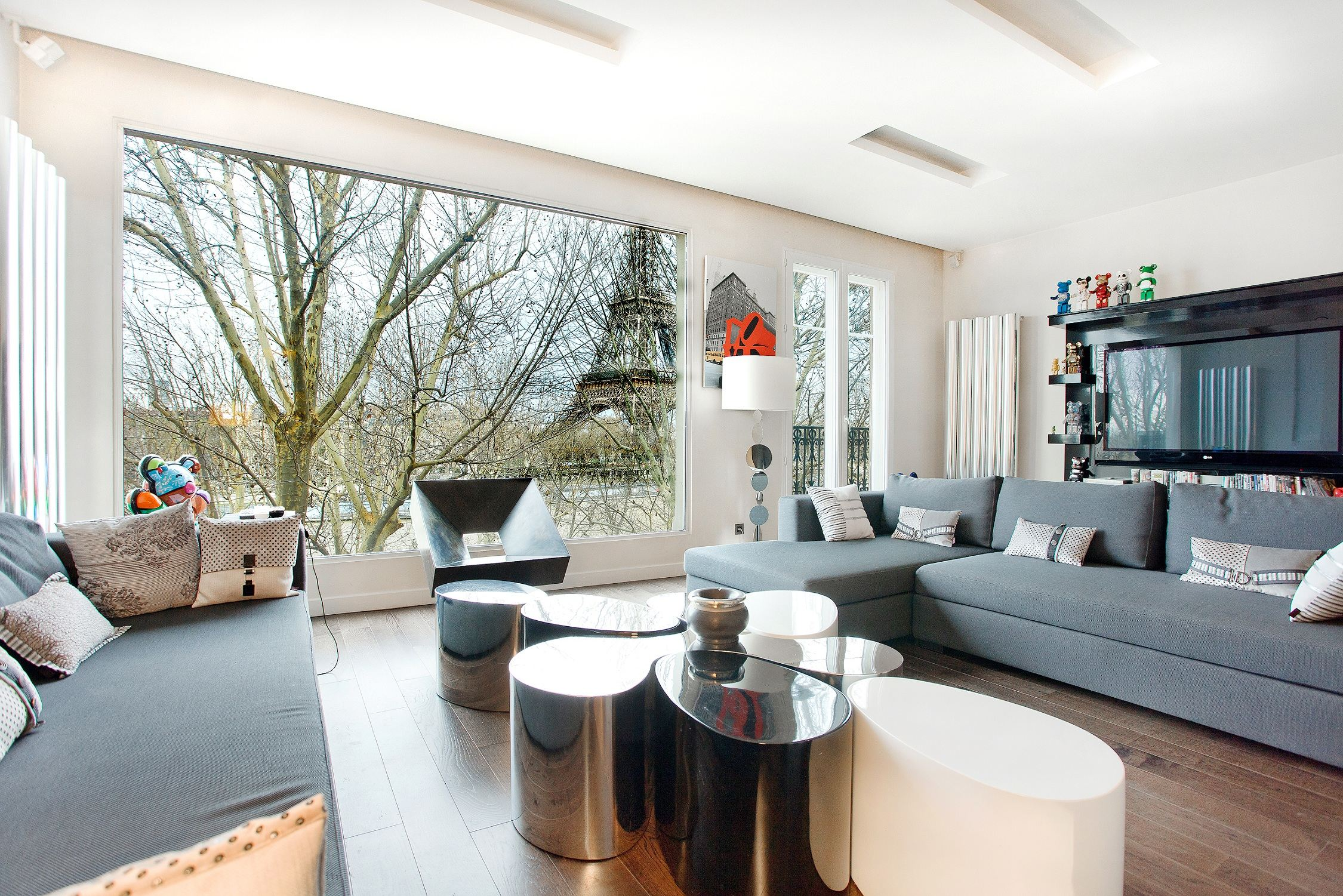 Property For Sale at Paris 16 - Eiffel Tower view. A 130 sq.m Apartment