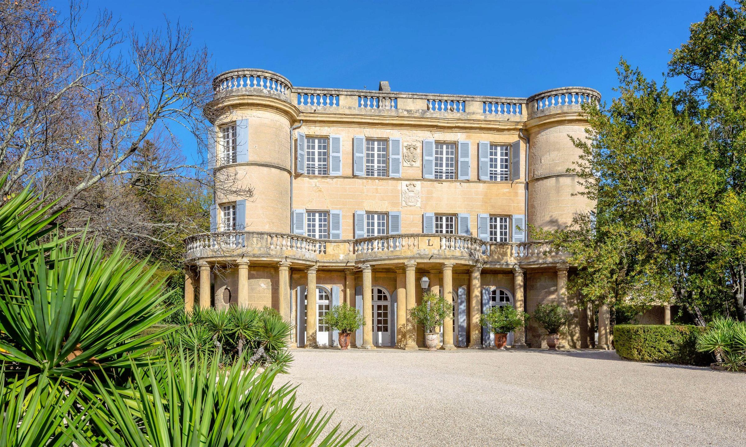 Einfamilienhaus für Verkauf beim EXCEPTIONAL HISTORIC CASTLE WITH PICASSO FRESCOS Uzes, Languedoc-Roussillon, 30700 Frankreich