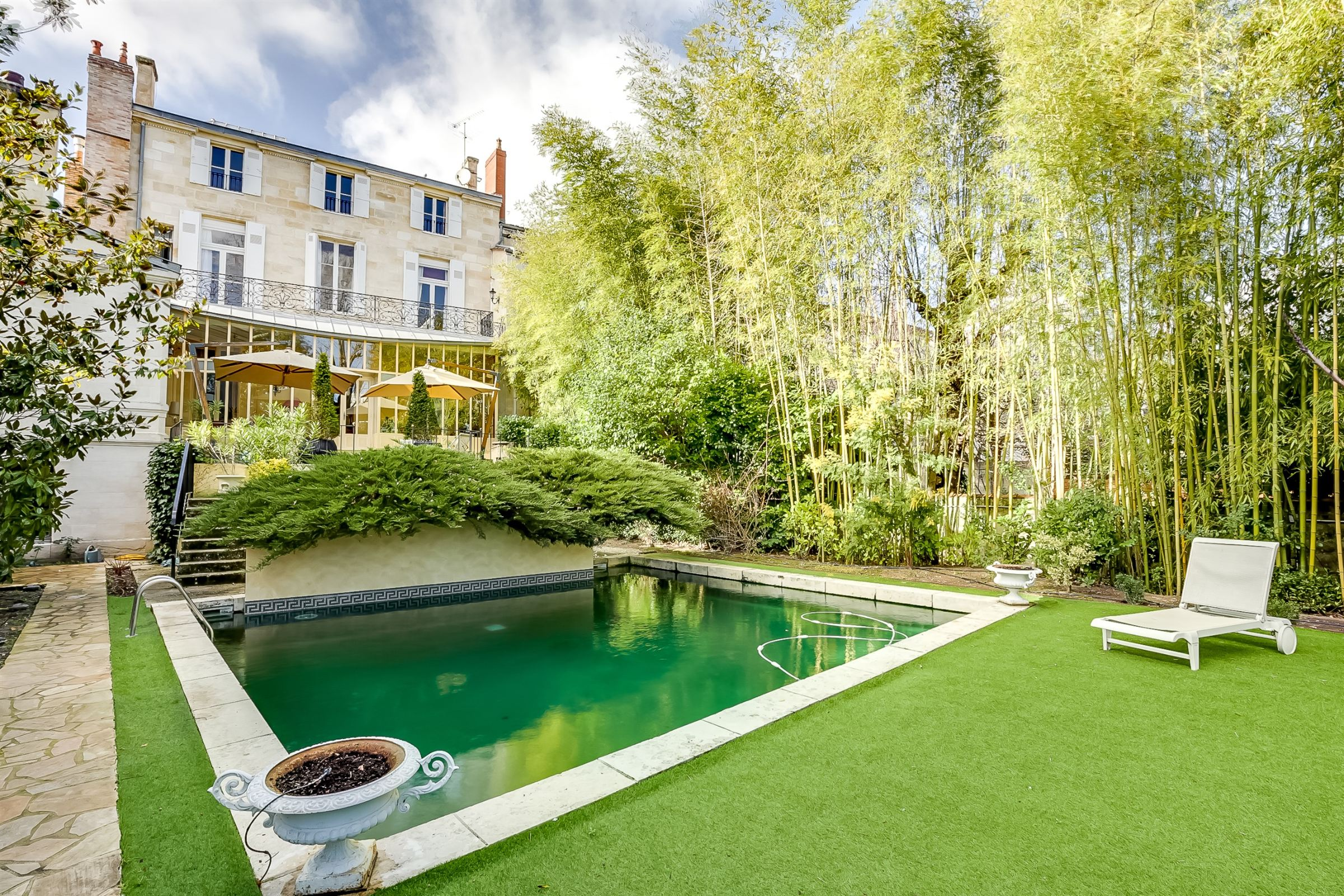 Property For Sale at BORDEAUX CENTER - LUXURY PRIVATE TOWN HOUSE - TERRACES - PARKINGS
